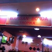 Photo taken at Restoran Warisan Bonda Tropika by 超 T. on 4/23/2011