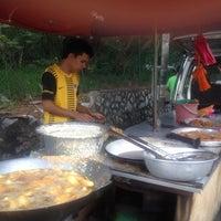 Photo taken at Goreng Pisang Tepi Jalan by Gina S. on 3/16/2012