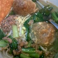 Photo taken at Bakso Malang Karapitan by obey i. on 4/28/2012