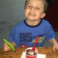 Photo taken at Bruster's Real Ice Cream by Joel G. on 9/28/2014