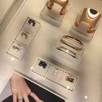 Photo taken at Tiffany & Co. by Jaz X. on 12/21/2015