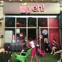 Photo taken at Yeh! Yogourt Glacé et Café by Zsofi N. on 6/1/2014