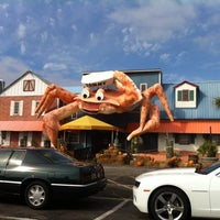 Photo taken at Giant Crab Seafood Restaurant by Jen Y. on 11/20/2012