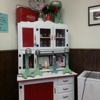 Photo taken at Cammie's Old Dutch Ice Cream Shoppe by Roberto F. on 1/22/2013