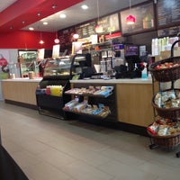 Photo taken at Red Mango by Jeanelle S. on 1/14/2017