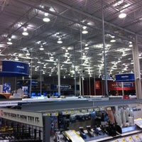 Photo taken at Best Buy by Stainy F. on 11/10/2012