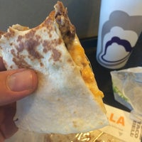 Photo taken at Taco Bell by Daniel V. on 5/1/2015