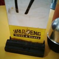 Photo taken at Waroeng Steak & Shake by yoe-dhiee S. on 1/27/2016