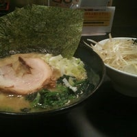 Photo taken at ゴル麺 町田店 by 水羊羹 on 7/5/2016