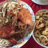 Photo taken at Pantai Jeram Restoran Ikan Bakar & Katering by sheera f. on 8/1/2015
