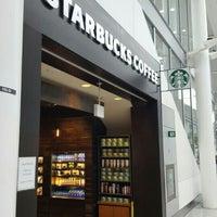 Photo taken at Starbucks by Ivan R. on 2/6/2016