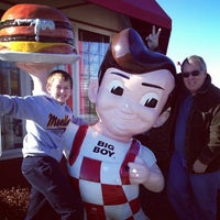 Photo taken at Frisch's Big Boy by Rich J. on 11/30/2013