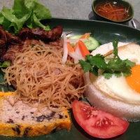 Photo taken at Golden Bo Restaurant by Bonnie L. on 9/28/2013