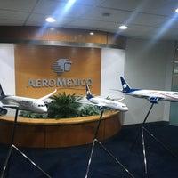 Photo taken at Oficinas Corporativas Aeroméxico by Diego S. on 6/6/2016