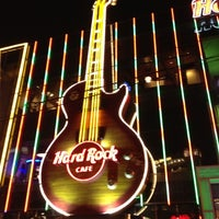 Photo taken at Hard Rock Cafe Las Vegas by Luiz Gui. R. on 12/6/2012
