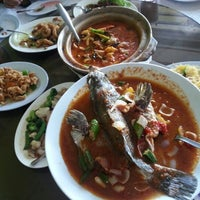 Photo taken at Restoran Kayu Manis by Sephia C. on 1/17/2013