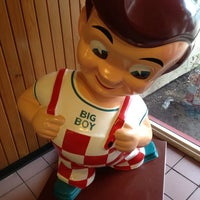 Photo taken at Bob's Big Boy by Alfonso L. on 5/16/2013
