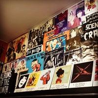 Das Foto wurde bei Rough Trade Records (West) von katherine c. am 1/18/2014 aufgenommen