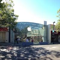 Photo taken at Apple Palo Alto by Edwin W. on 6/22/2013