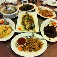 Photo taken at New Horizon Garden Restaurant by Tengku E. on 7/1/2016