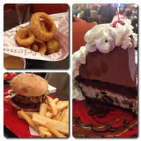 Photo taken at Red Robin Gourmet Burgers by Brad C. on 1/19/2013
