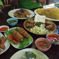 Photo taken at แหนมเนืองลับแล by 🚩zatang . on 5/26/2016