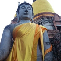 Photo taken at Wat Yaichaimongkol by Thiraphat V. on 7/22/2013