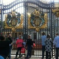 Photo taken at Buckingham Palace by Elena on 6/29/2013