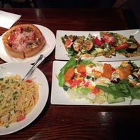 Photo taken at Uno Pizzeria & Grill - Victor by Tatsuro N. on 5/4/2014