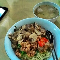 Photo taken at Mie Ayam Jakarta by Iswarini P. on 5/3/2013