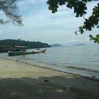 Photo taken at Gertak Sanggul Seaside by Zamsari M. on 11/23/2014