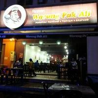 Photo taken at Warung Pak Ali Restaurant by Nazrin F. on 12/28/2012