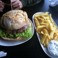 Photo taken at Deluxe Bilbao Café&Music by Iñigo A. on 12/21/2012