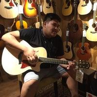 Photo taken at Guitar Center by Yash G. on 3/29/2016