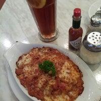 Photo taken at Vivo American Pizza & Panini by Rui Q. on 3/22/2013