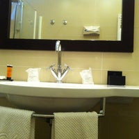Foto scattata a Hotel Canada da KL Wong il 7/17/2014