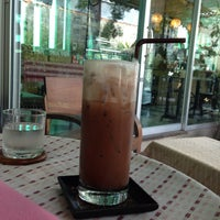 Photo taken at Doi Chaang Coffee by Ѱɨŧɕħ Ñ. on 1/19/2014