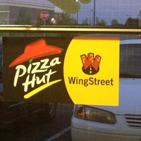 Photo taken at Pizza Hut by NaoneCarter on 8/10/2013