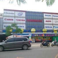 Photo taken at Điện Máy Nguyễn Kim - Nguyễn Oanh by Ubabe M. on 10/3/2012