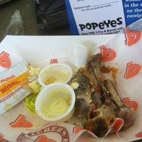 Photo taken at Popeyes Louisiana Kitchen by Dennis R. on 12/9/2012