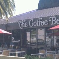 Photo taken at The Coffee Bean & Tea Leaf® by Vivian C. on 10/27/2012