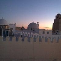 Photo taken at جامع عقبة بن نافع | La Grande Mosquée | Great Mosque of Kairouan by Hassen B. on 12/19/2012