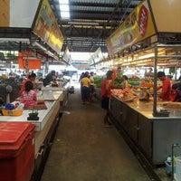Photo taken at ตลาดนานาเจริญ by Kitti B. on 9/30/2012