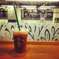Photo taken at Starbucks by つか な. on 7/8/2013