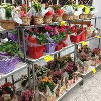 Photo taken at Supermercado Mundial by Mario A. on 5/22/2013