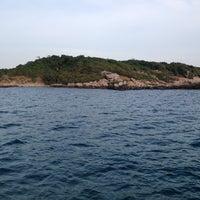 Photo taken at เกาะมันกลาง by takakoji on 1/5/2013