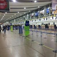 Photo taken at Aeropuerto Internacional Comodoro Arturo Merino Benítez (SCL) by Benjamín R. on 9/15/2012