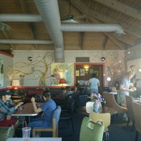 Photo taken at Roasters Coffee Bar by Ruben B. on 8/8/2015