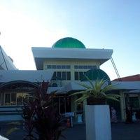 Photo taken at Masjid Telipot (مسجد تليڤوت) by Petah Wazzan I. on 3/29/2013