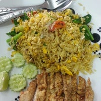 Photo taken at อาง้วน โกยซีหมี่ อาหารตามสั่ง by Moota Z. on 9/27/2013